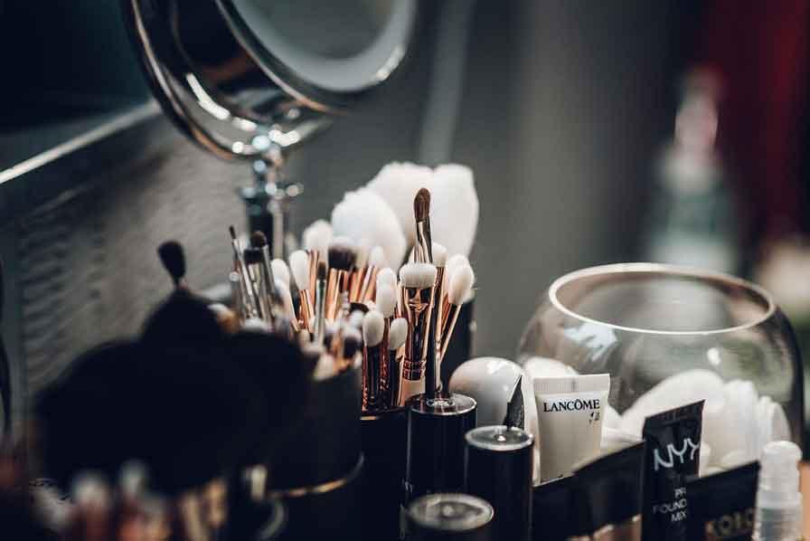 utensilios-de-maquillaje-espejo-x30